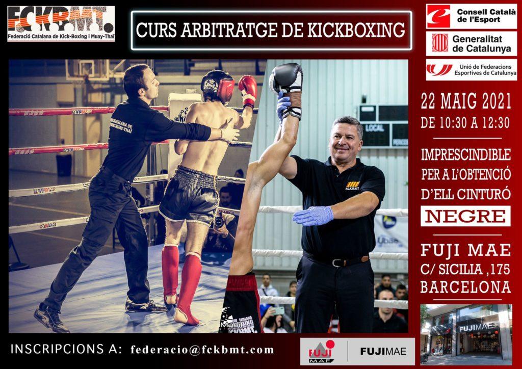 árbitro, ejerciendo su labor en ring, separando peleador y declarando ganador en otra toma